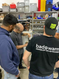 Schulung bei Zeindler Haustechnik für Wärmepumpenboiler HeatMaster mit Kondesatorwechsel